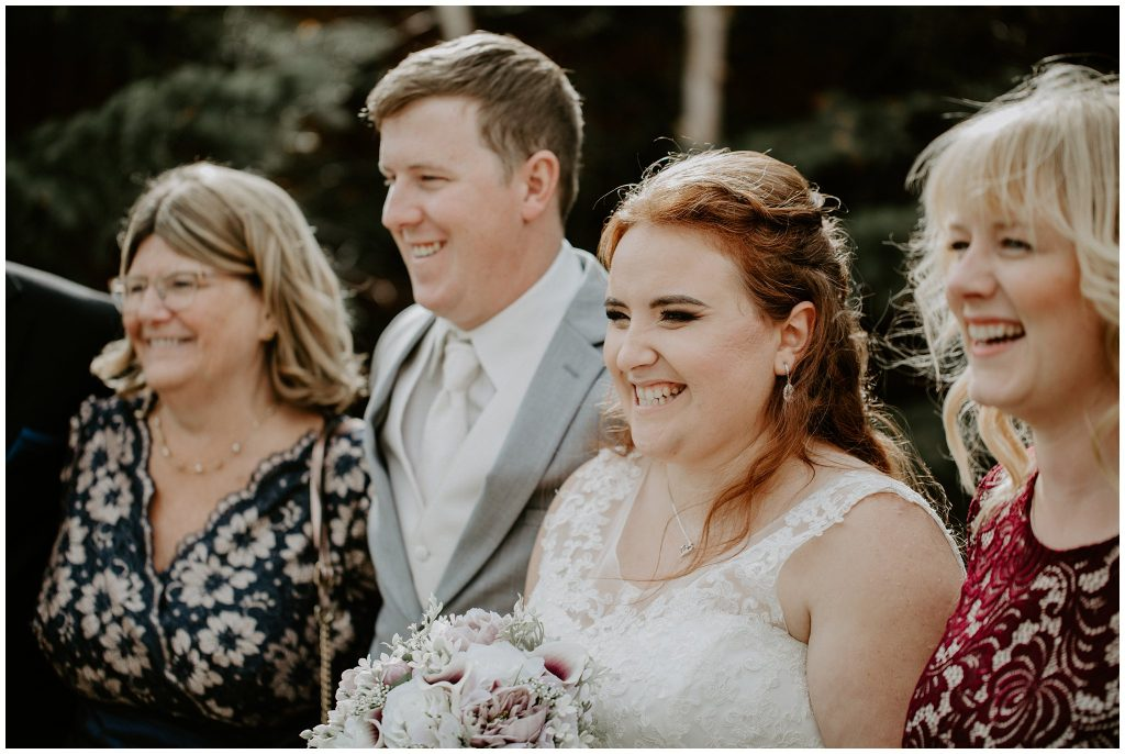 How to organize family photos at weddings