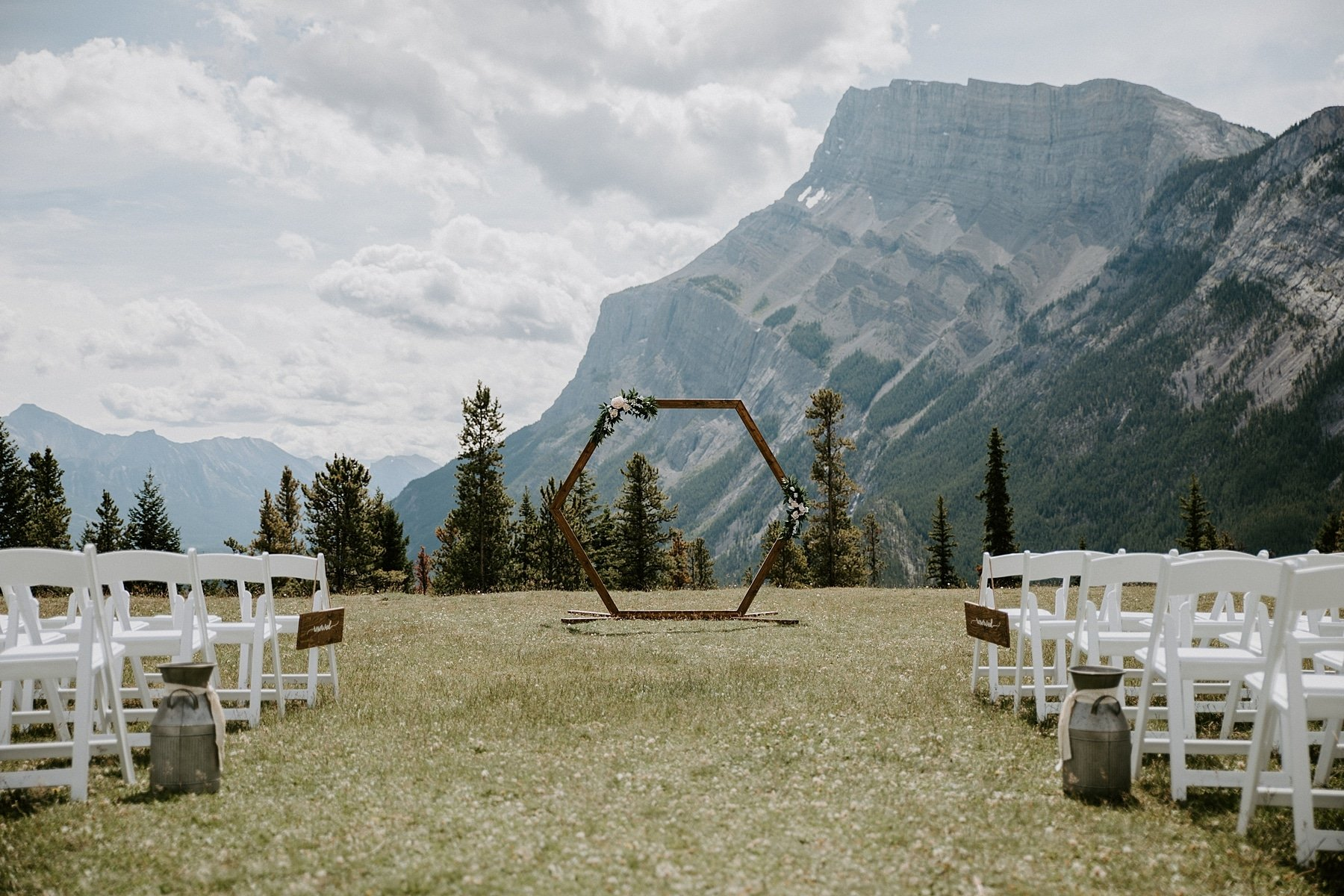 Tunnel Mountain wedding with hexagon arch