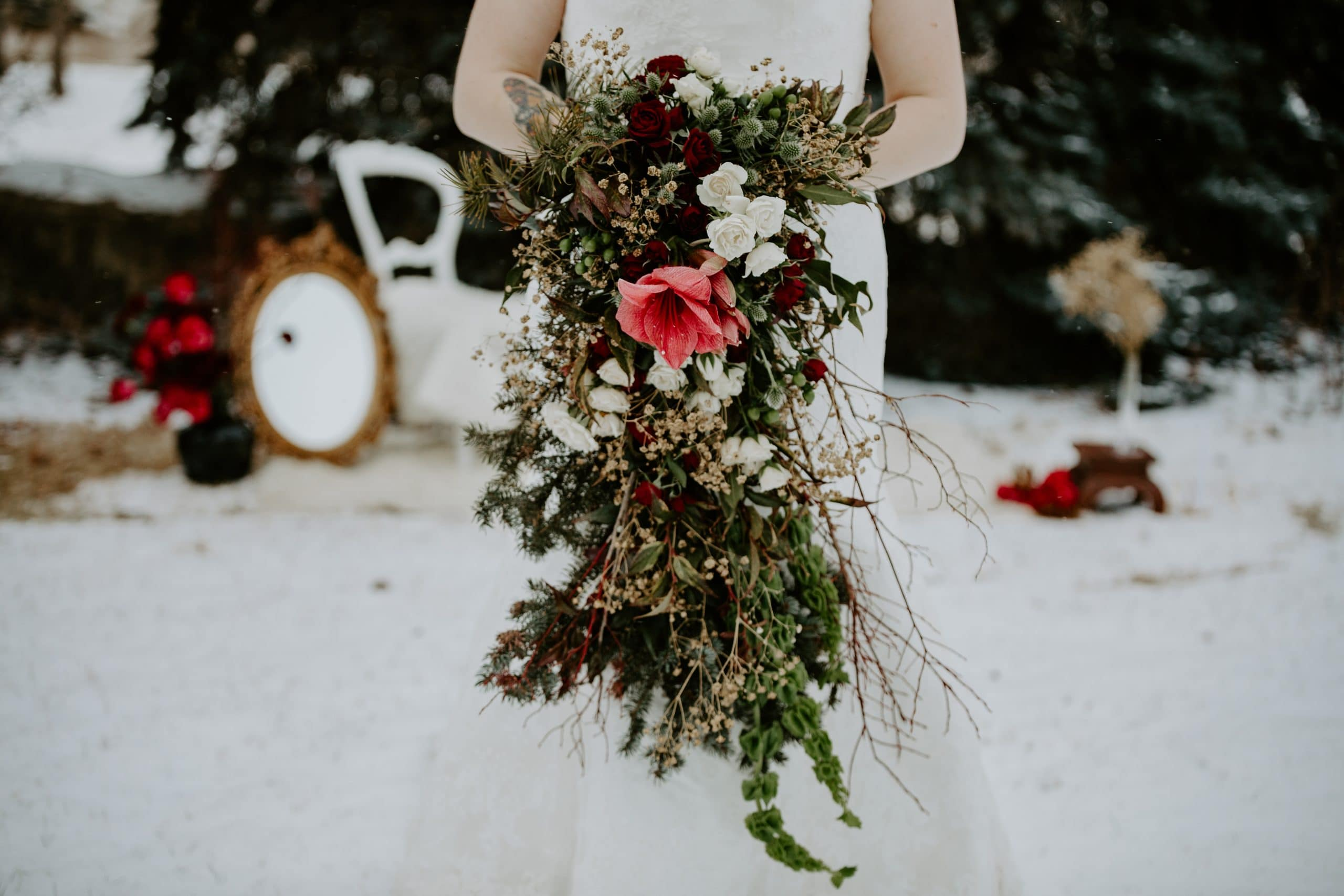 BUD + BLOOM winter bouquet ideas style photo session